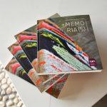 LUM entrega un ejemplar de la Revista Académica +Memorias para la biblioteca de la FLCH